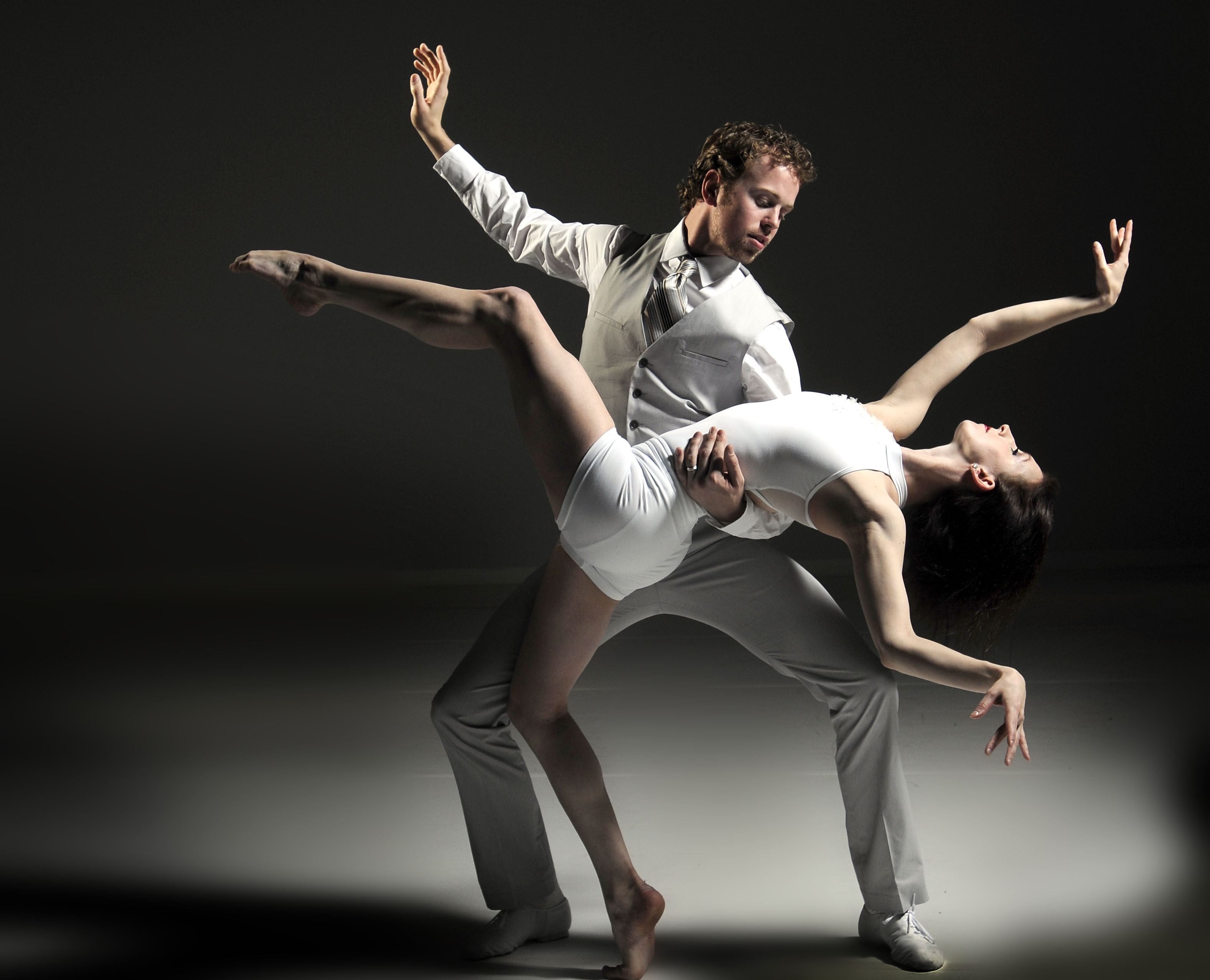 Grand Rapids Ballet's 'Black and White: Swan Lake' is a masterpiece of artistry and emotion